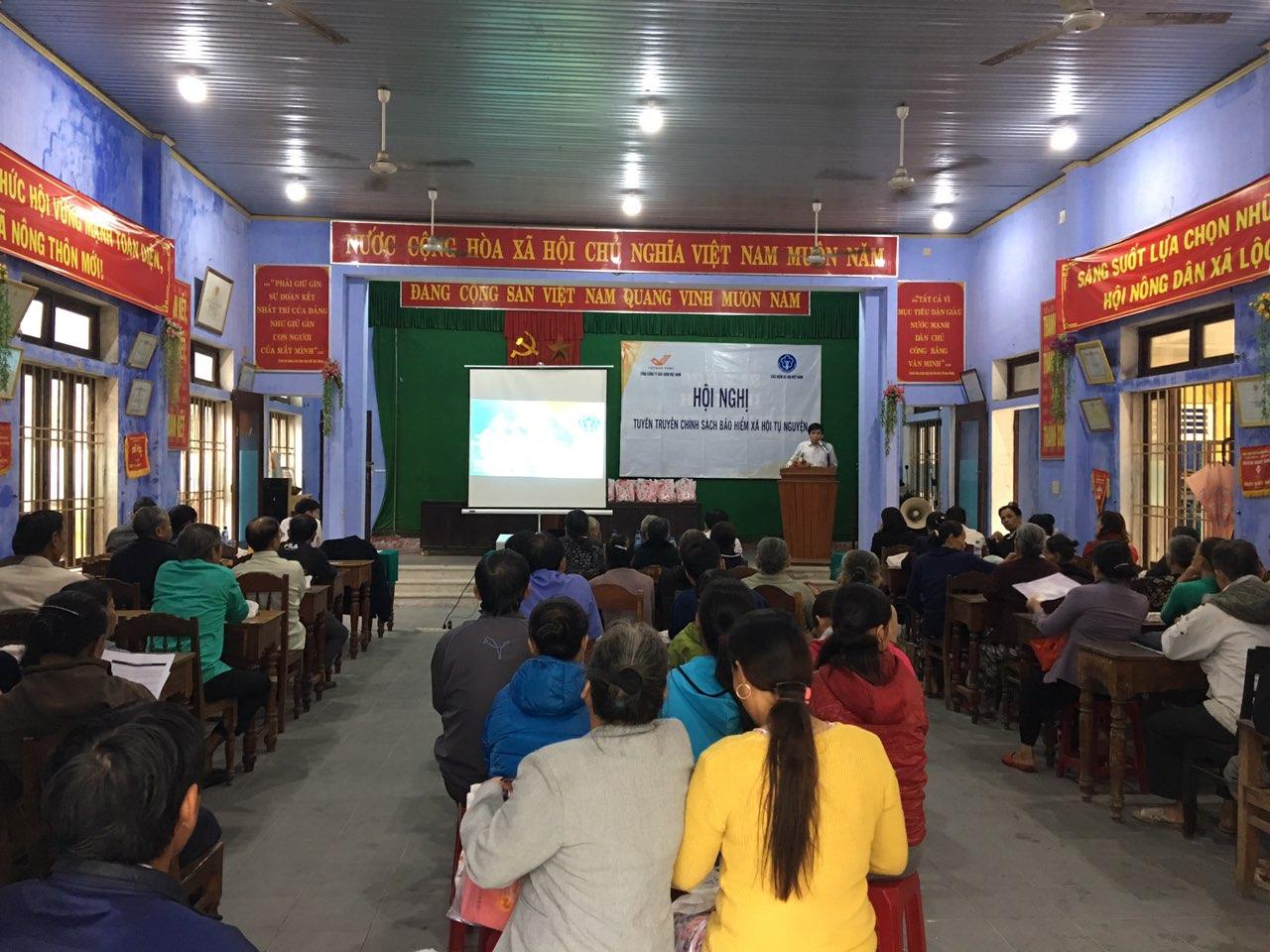 (Hội nghị Bảo hiểm xã hội tự nguyện tại xã Lộc Vĩnh, huyện Phú Lộc, Thừa Thiên Huế).