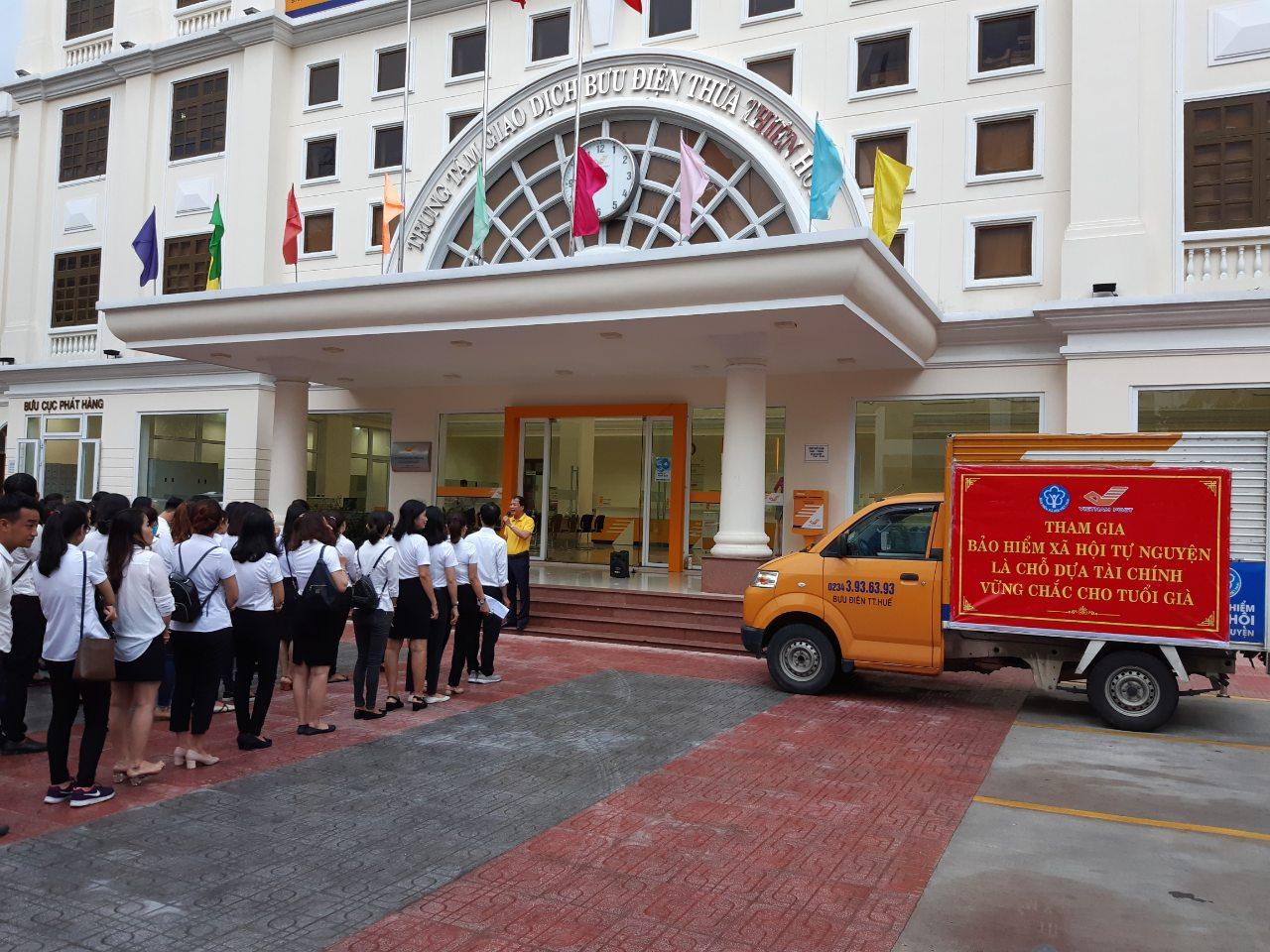 Bưu điện thành phố Huế ra quân tuyên truyền và phát triển người tham gia Bảo hiểm xã hội tự nguyện
