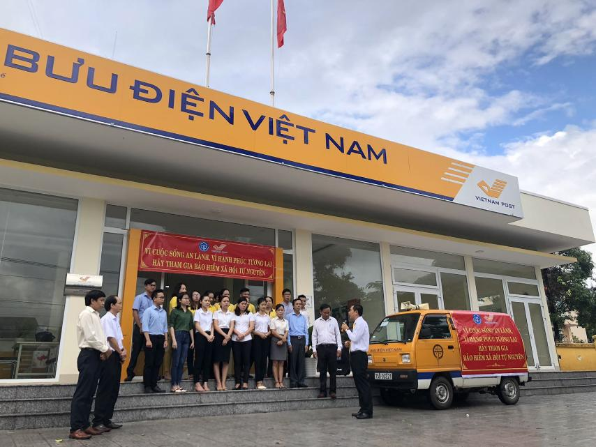 Bưu điện huyện Phú Lộc ra quân tuyên truyền và phát triển người tham gia Bảo hiểm xã hội tự nguyện
