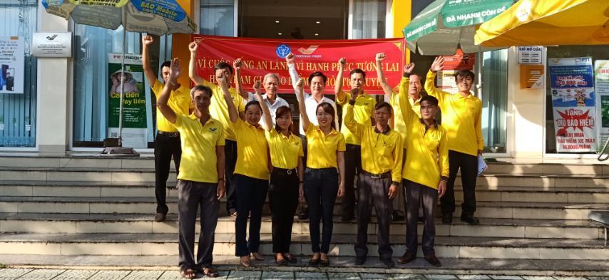 Bưu điện huyện Phong Điền ra quân tuyên truyền và phát triển người tham gia BHXH tự nguyện