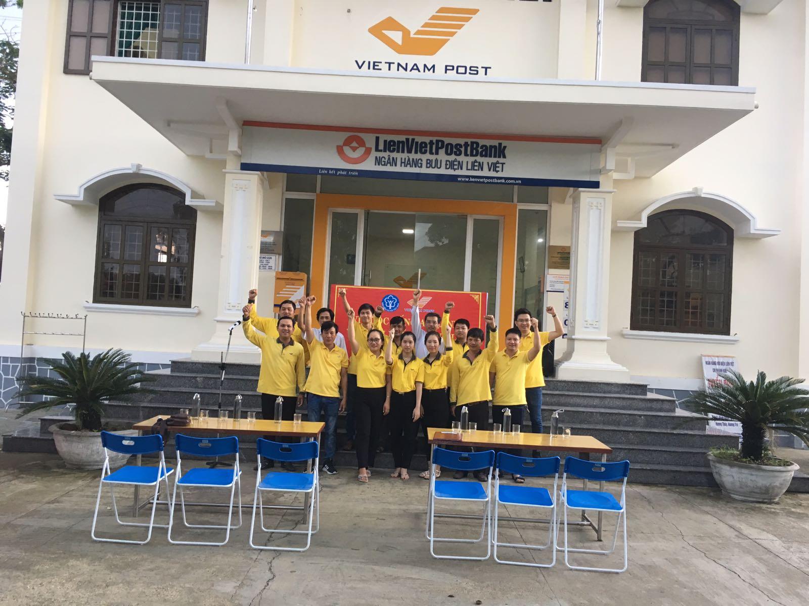 Không khi sôi nổi tại Lễ ra quân tuyên truyền và phát triển người tham gia BHXH tự nguyện của Bưu điện huyện Phú Vang