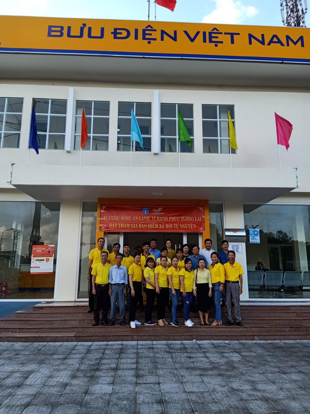 Bưu điện huyện Quảng Điền ra quân tuyên truyền và phát triển người tham gia BHXH tự nguyện